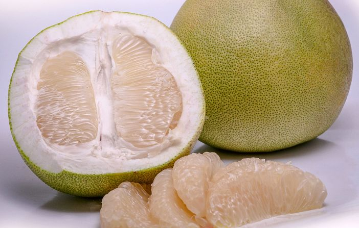 pomelo giant grapefruit Also called chinese grapefruit, shaddock, pumelo, pommelo, and pompelmous the pomelo is an exotic large citrus fruit that is an ancient ancestor of the common grapefruit.